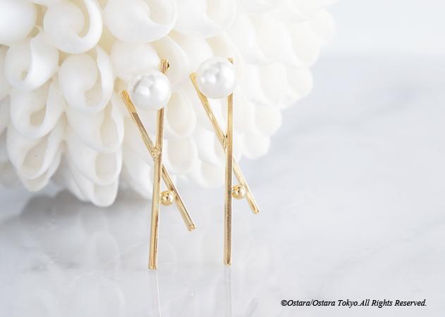 画像2: Glossy Gold Cross Pearl Earrings