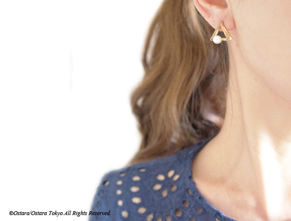 画像5: Glossy Gold Triangle Pearl Stud Earrings