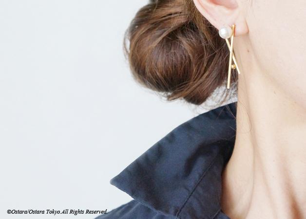 画像1: Glossy Gold Cross Pearl Earrings